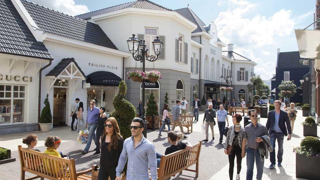 Designer outlet roermond at roermond netherlands for Designer ledersofa outlet