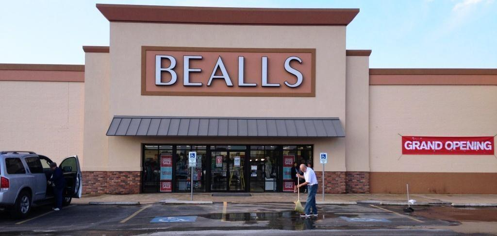 Bealls store locations in California Below is a list of Bealls mall/outlet store locations in California, with address, store hours and phone numbers. Bealls has 22 mall stores across the United States, with 0 locations in California.