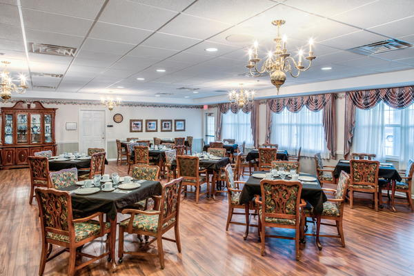 Senior Lifestyle Grand Victorian of Sycamore Dining Photo