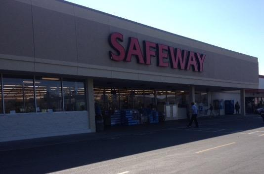 Safeway store front picture of 1640 Williams Highway in Grants Pass OR