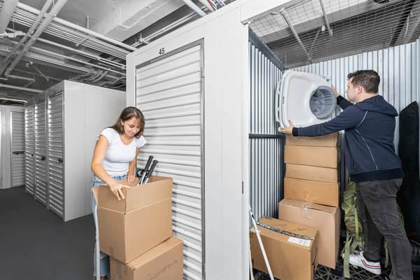 Couple packing storage unit