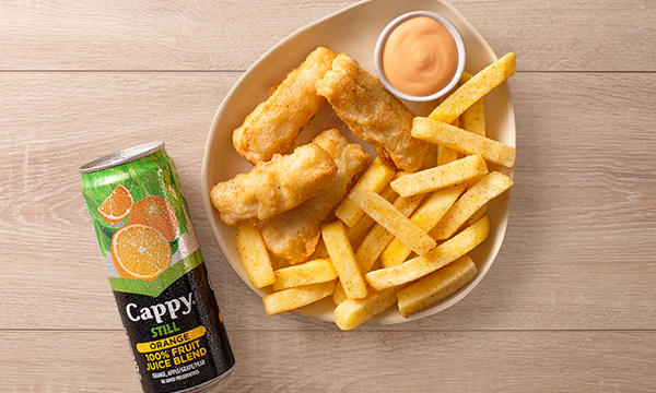 Kids portion of fish fingers and chips with a 1000 island sauce and a fruit juice on a wood background.