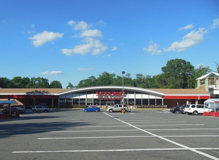 Safeway Store Front Picture at 6244 Old Dominion Dr in Mclean VA
