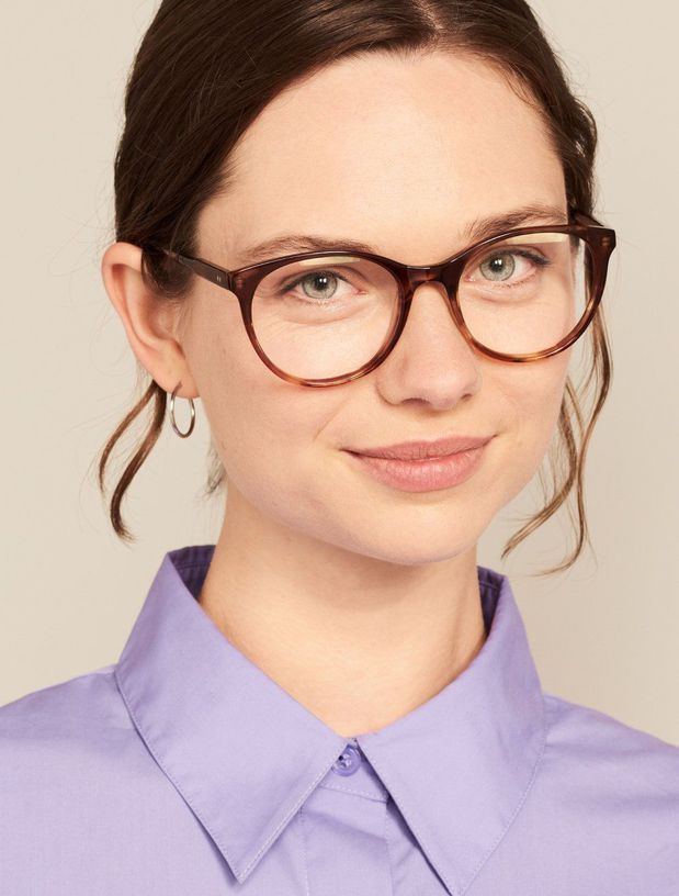 Bestseller glasses on model image