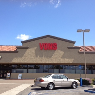 Vons Store Front Picture at 2345 E Valley Pkwy in Escondido CA