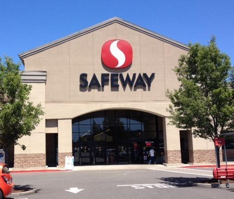 Safeway Store Front Picture at 1539 NE Stephens St in Roseburg OR