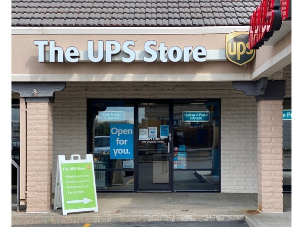 Facade of The UPS Store Centennial