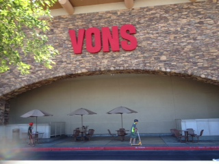 Vons Store Front Picture at 45 E Horizon Ridge Pkwy in Henderson NV