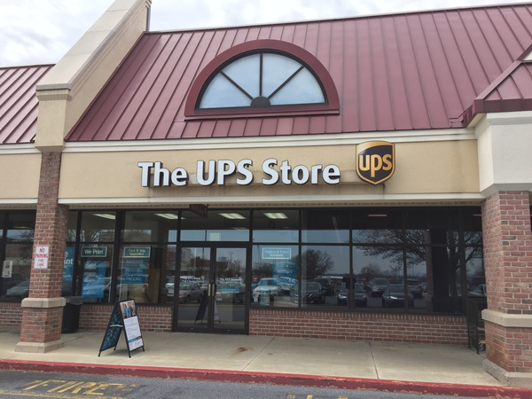 Facade of The UPS Store Willow Street