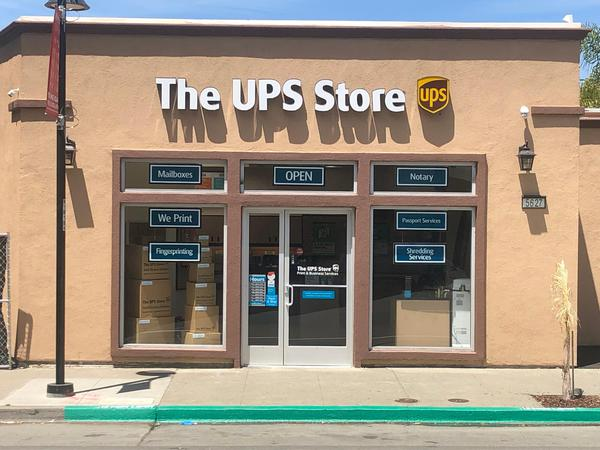 The UPS Store Oakland: Shipping & Packing, Printing and