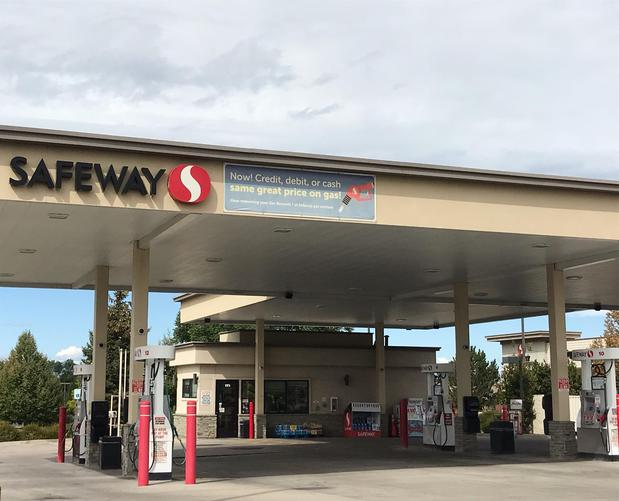 Safeway Fuel Station Store Front Picture - 171 W Mineral Ave in Littleton CO