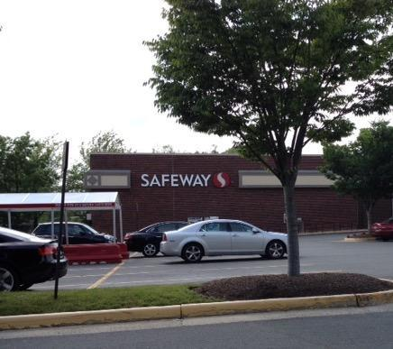 Safeway Store Front Picture at 1330 Chain Bridge Rd in Mclean VA