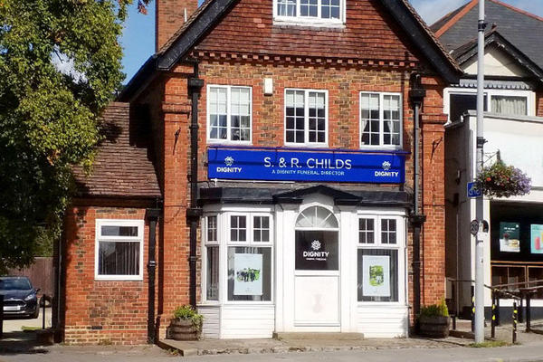 We are S. & R. Childs Funeral Directors in Headington, Oxfordshire.