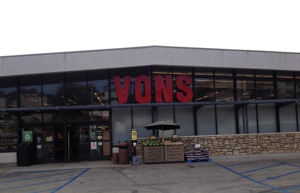 Vons Store Front Picture at 245 Palos Verdes Blvd in Redondo Beach CA