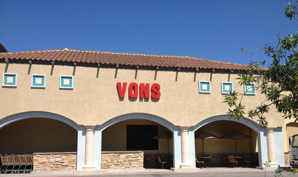 Vons Store Front Picture at 1790 Moorpark Rd in Thousand Oaks CA