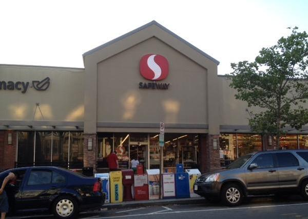 Safeway Store Front Picture at 1747 Columbia Rd NW in Washington DC