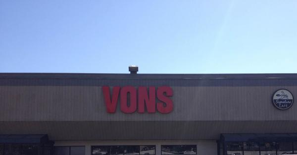 Vons Store Front Picture at 13730 Foothill Blvd in Sylmar CA