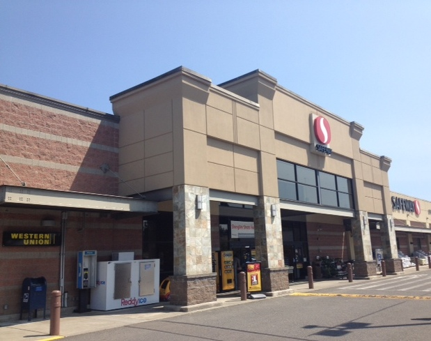 Safeway Store Front Picture at 11501 Canyon Rd E in Puyallup WA