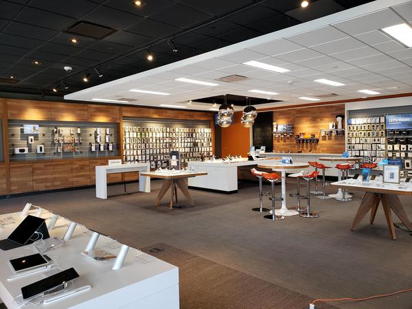 AT&T Store - Vacaville Commons - Vacaville, CA