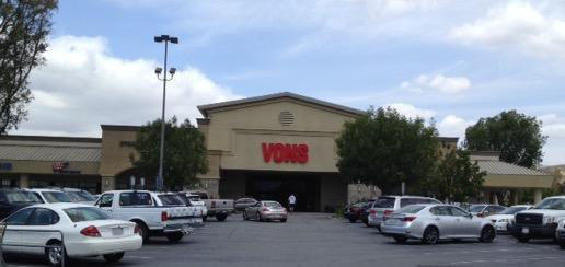 Vons Store Front Picture at 1855 E Cochran St in Simi Valley CA