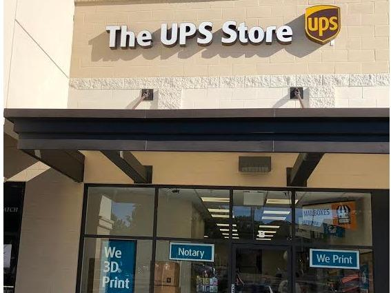 Facade of The UPS Store Encinitas