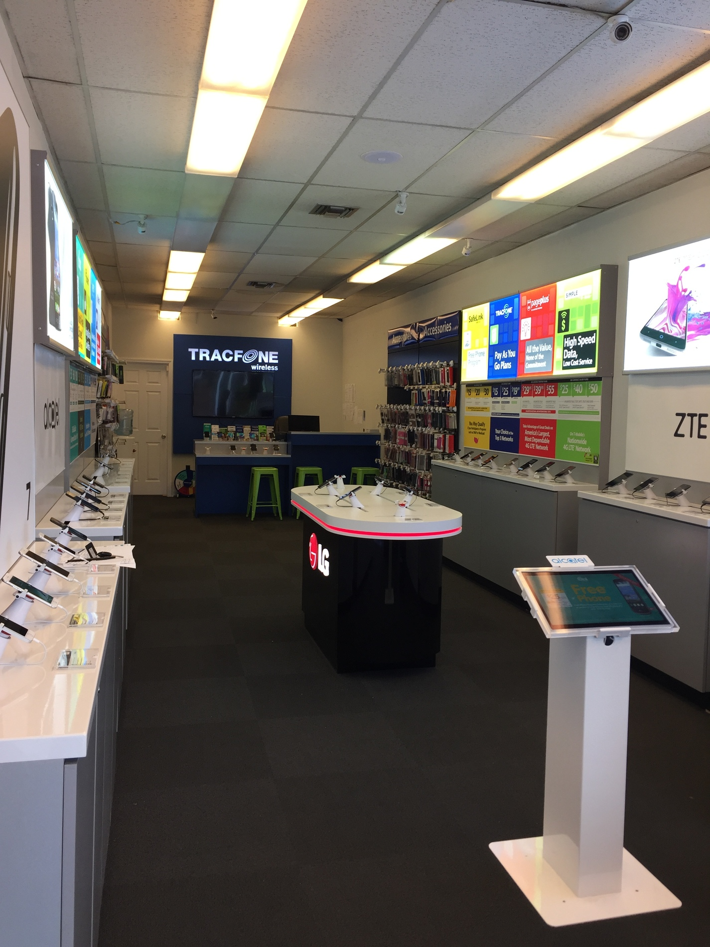 Total Wireless Store front image in Plainfield,  NJ