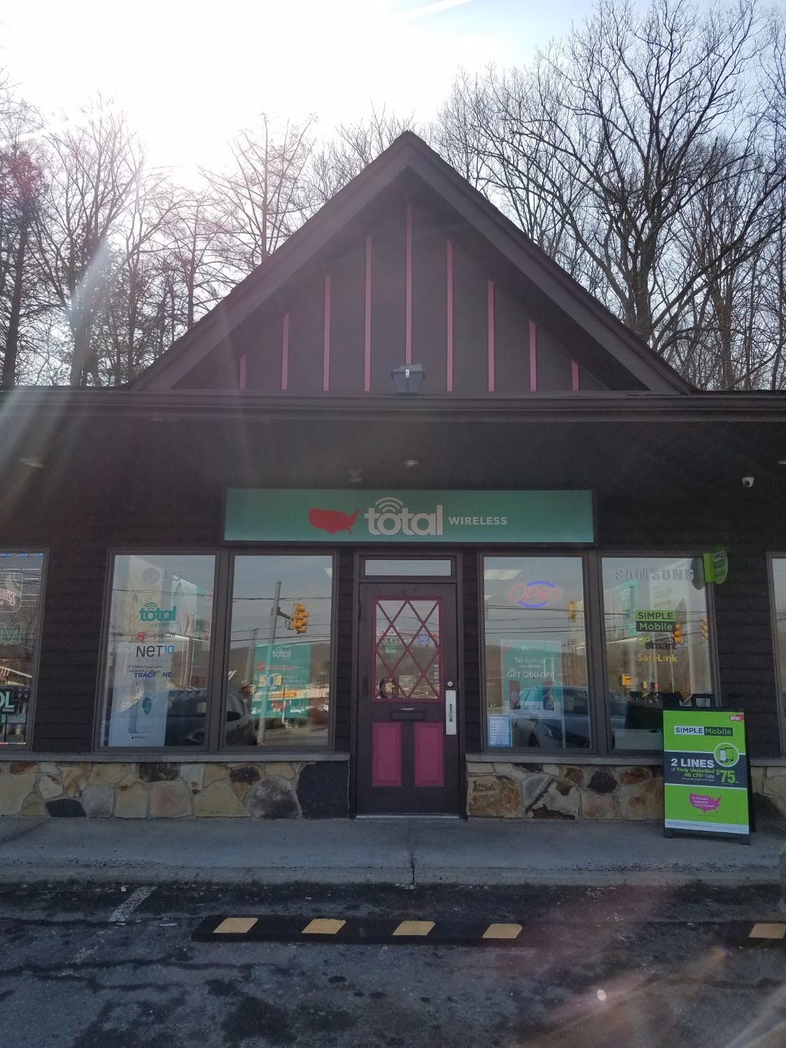 Total Wireless Store front image in East Stroudsburg,  PA