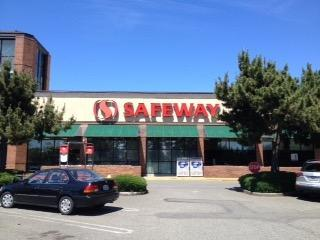 Safeway Store Front Picture at 1645 140th Ave in Bellevue WA