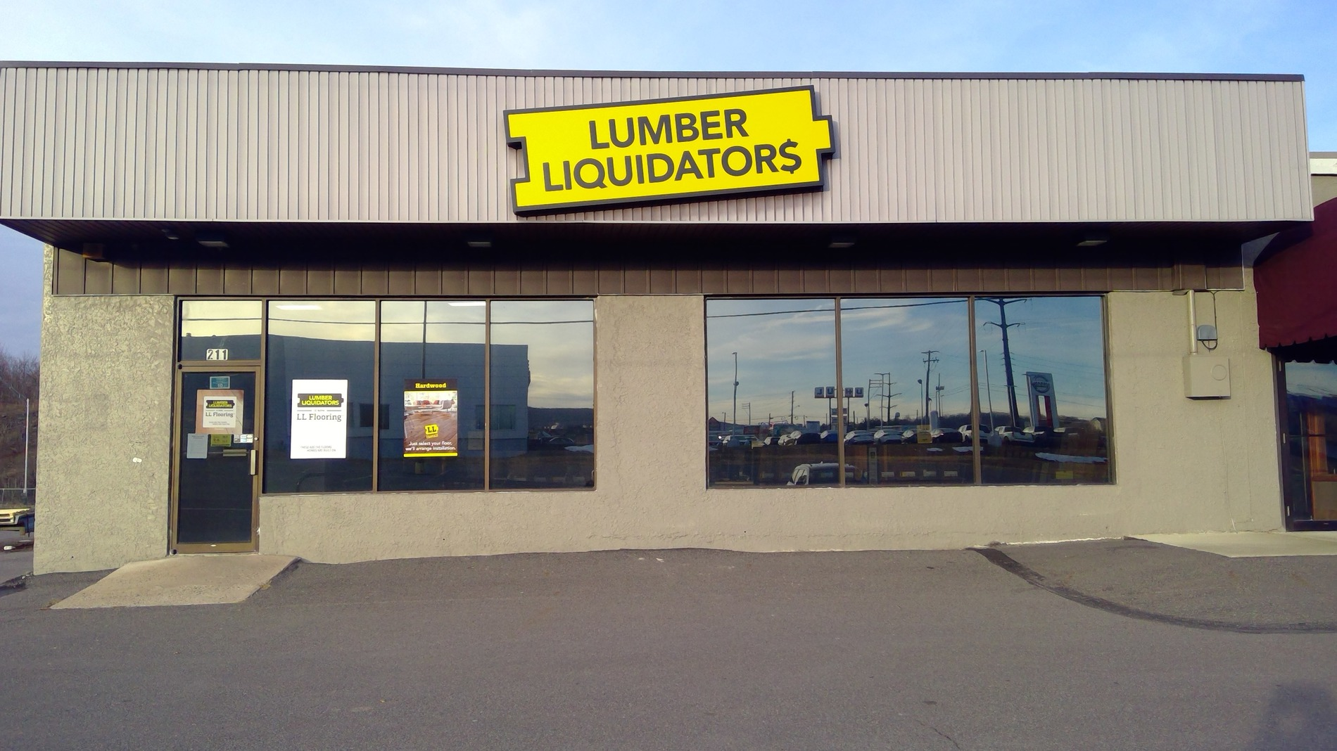 LL Flooring #1133 Wilkes-Barre | 211 Mundy Street | Storefront