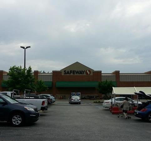 Safeway Store Front Picture at 12251 Darnestown Rd in Gaithersburg MD