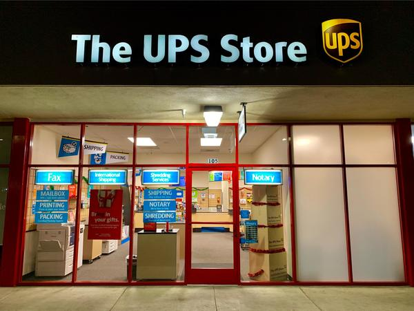 Facade of The UPS Store Seaside