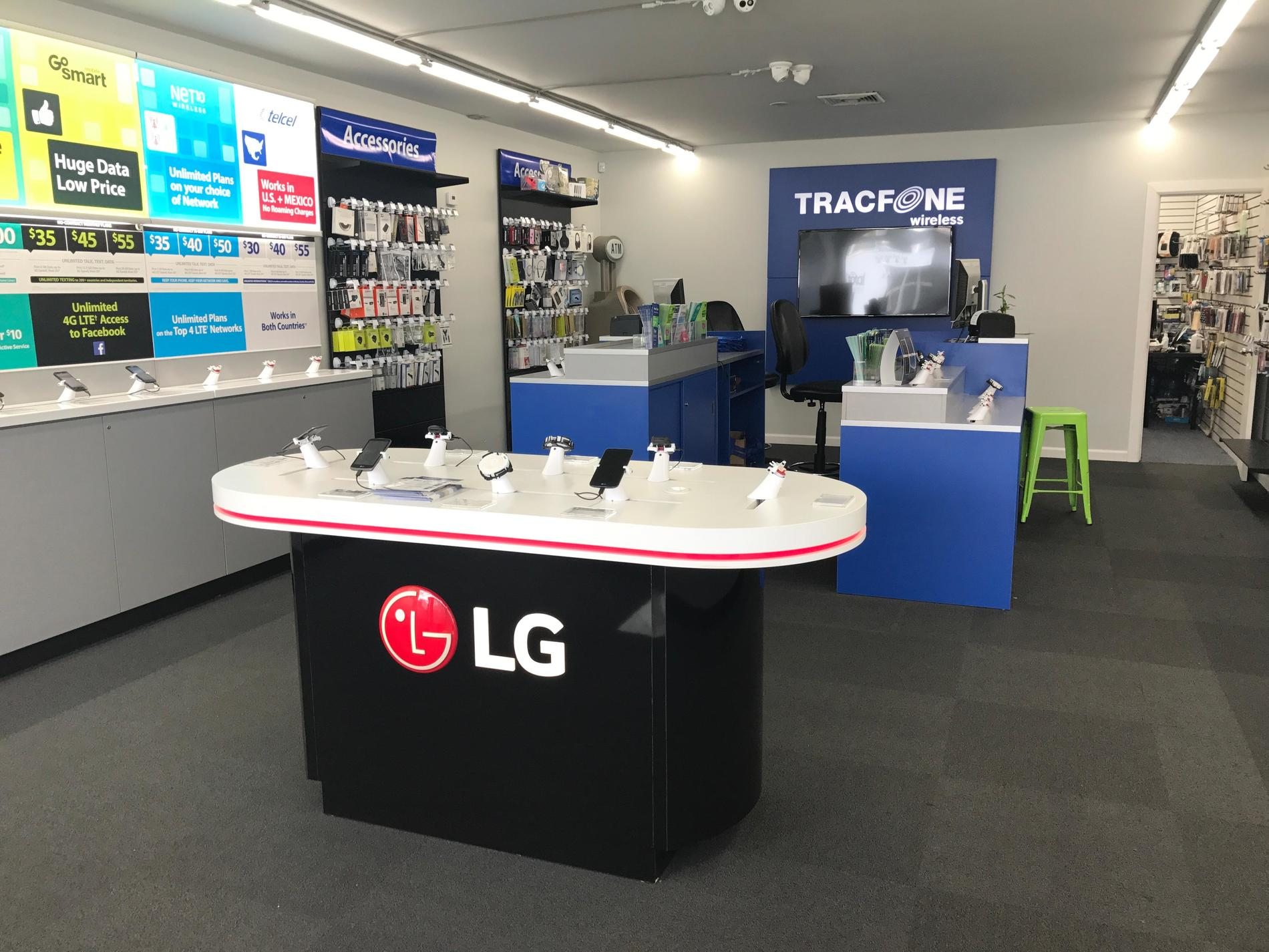 Total Wireless Store front image in Westbury,  NY