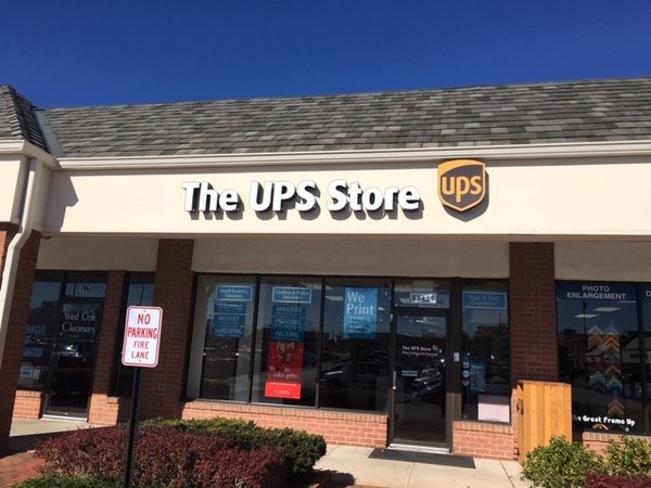 Facade of The UPS Store Creve Coeur