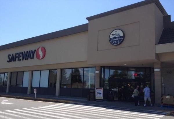 Safeway Store Front Picture at 14826 Highway 99 N in Lynnwood WA