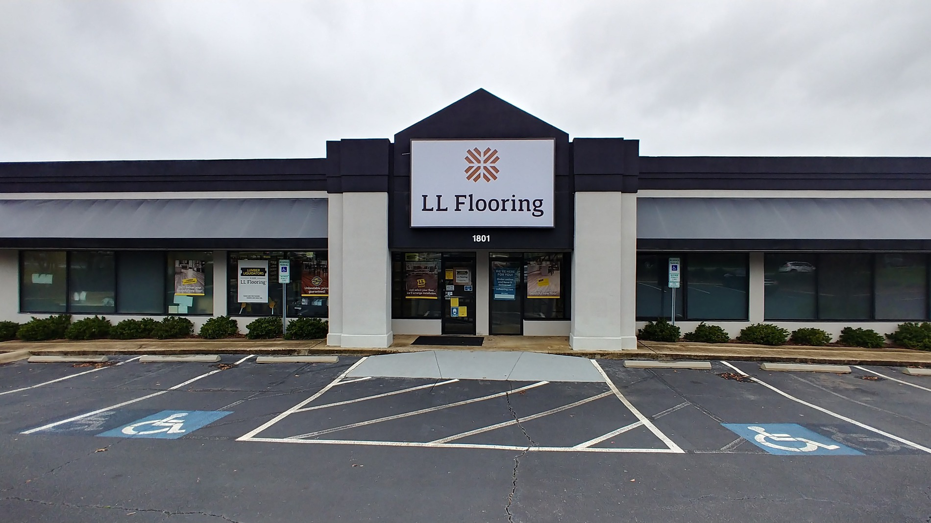 LL Flooring #1354 Rock Hill | 1801 Cherry Road | Storefront