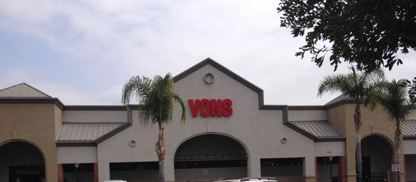 Vons Store Front Picture at 636 Ventura St in Fillmore CA