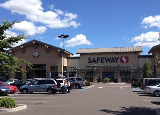 Safeway Store Front Picture at 13434 Colton Place in Oregon City OR