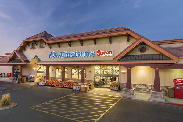 Albertsons Store Front Picture - 200 W Crawford St in Denison TX