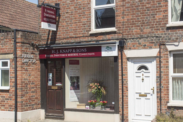 H J Knapp & Sons Funeral Directors in Wantage, Oxfordshire.