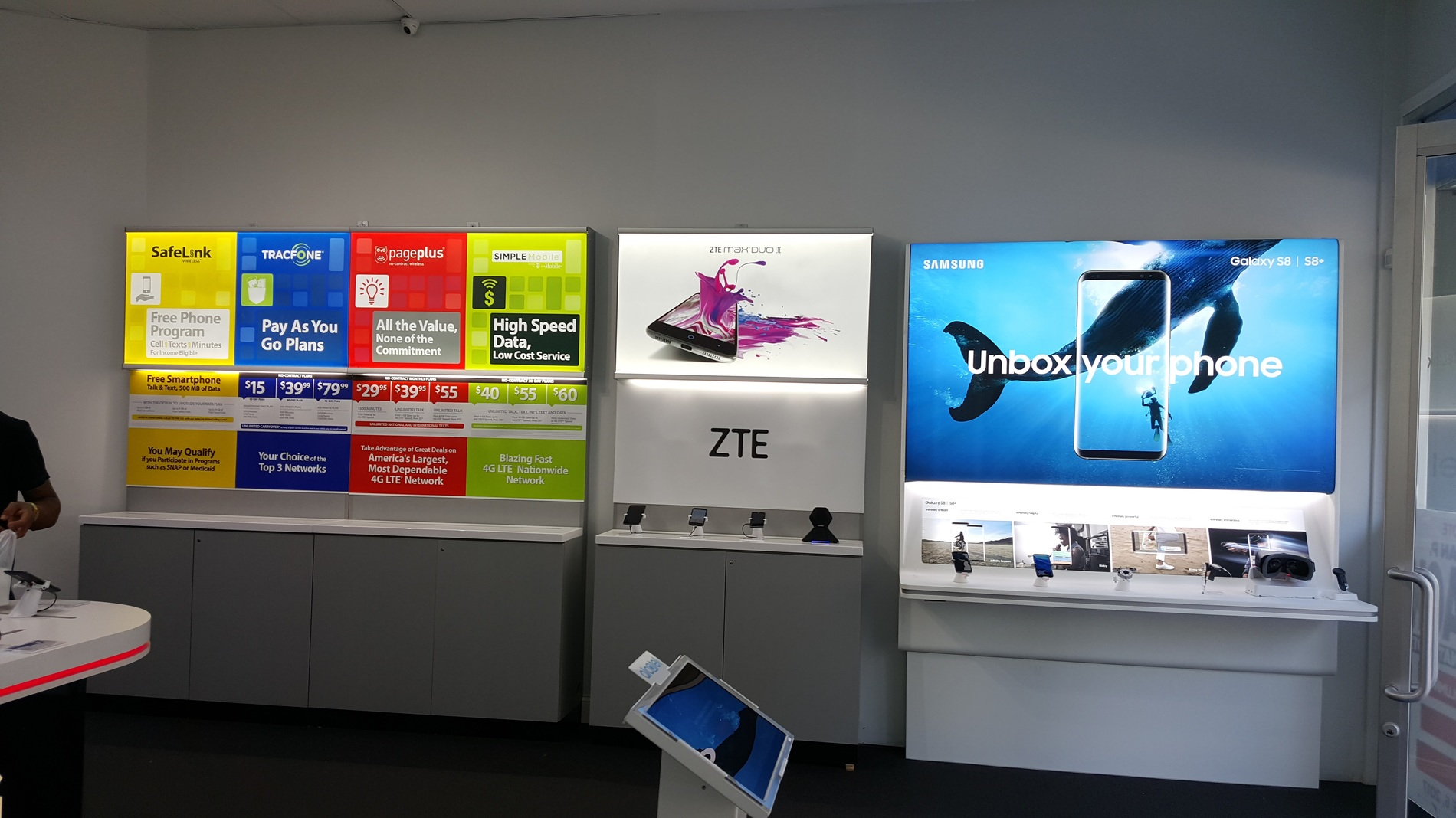 Total Wireless Store front image in Union City,  NJ