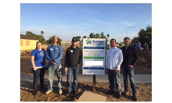 Ware Agency plus other Farmers® Agents at one of the Habitats for Humanity builds in 2015.