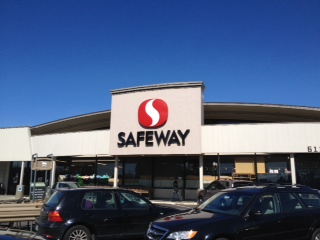 Safeway store front picture of 611 S Meridian in Puyallup WA