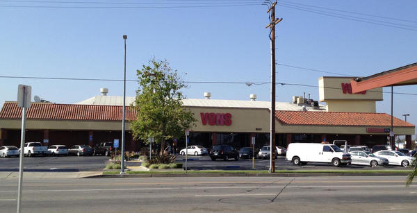 Vons Store Front Picture at 10321 Sepulveda Blvd in Mission Hills CA