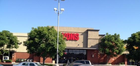 Vons Store Front Picture at 1260 W Redondo Beach Blvd in Gardena CA