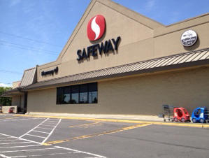 Safeway store front picture of 795 Lower Columbia River Highway in Saint Helens OR