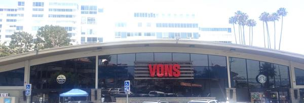 Vons Store Front Picture at 17380 Sunset Blvd in Pacific Palisades CA