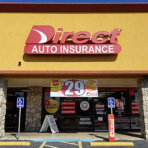Front of Direct Auto store at 2210 Guadalupe Street, Laredo