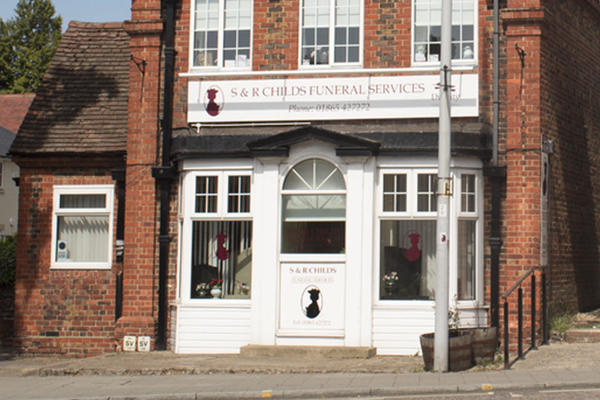 We are S & R Childs Funeral Directors in Headington, Oxfordshire.