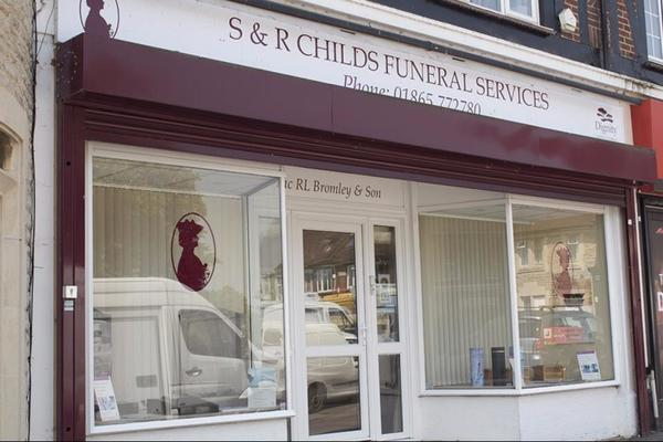 S. & R. Childs Funeral Directors in Rose Hill, Oxford.