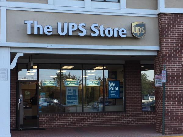 Facade of The UPS Store Herndon